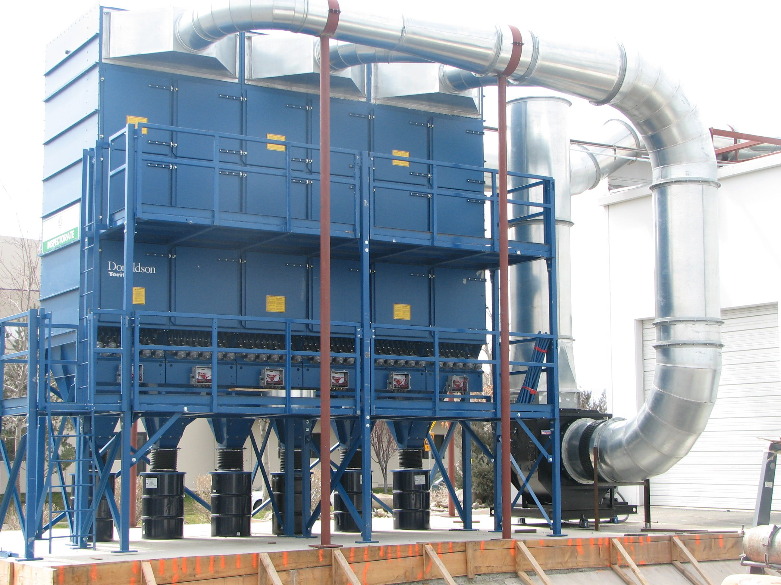 Envelope style reverse pulse dust collector