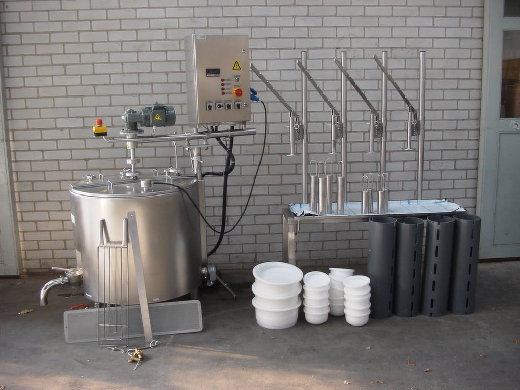 Combi vat pasteurizer with cheese press and cheese molds  - Vat pasteurizer - sold by Dairy Technology USA
