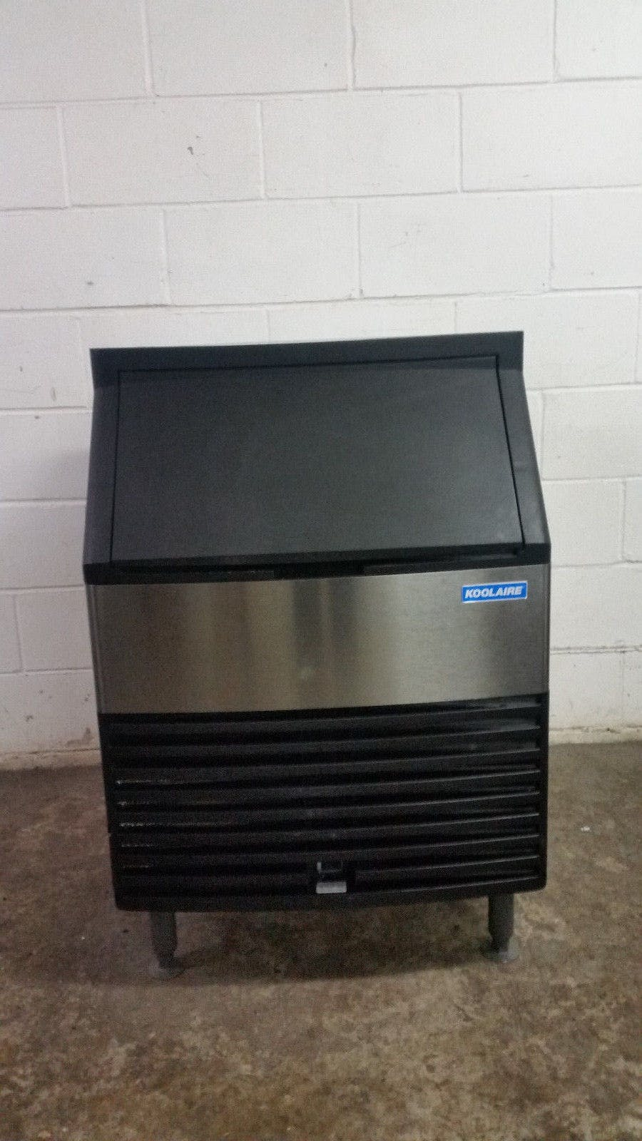 Manitowoc Koolaire 148 LB Undercounter Ice Machine Half Dice Cube KY0170A Tested