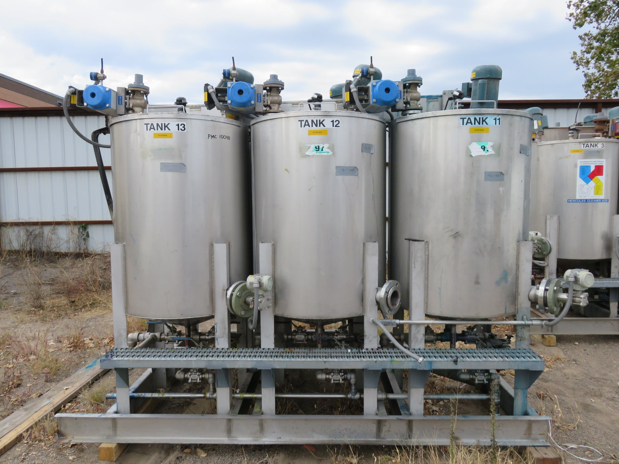 Stainless Steel Tanks - 5 Bank Stainless Steel Tanks, capacity 118 liters - sold by Peak Machinery Inc.
