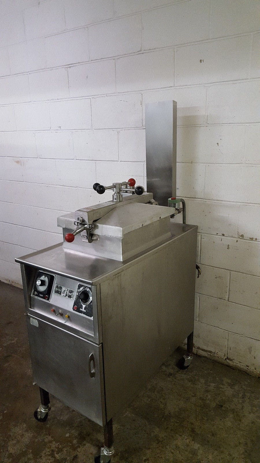 Henny Penny 500 Pressure Fryer Tested 220 Volt Filter Box - sold by Jak's Restaurant Supply
