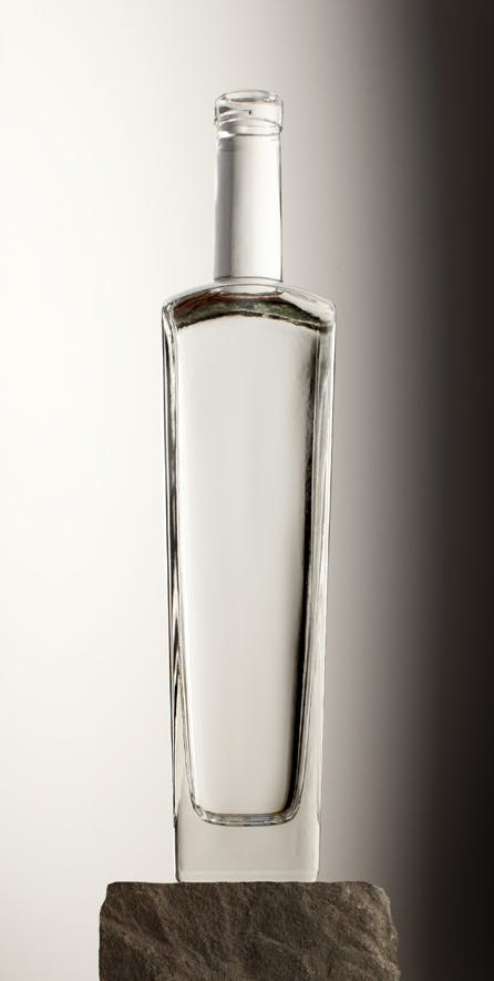 750 ML TAPERED SQUARE 18.5 MM BAR TOP Liquor bottle sold by Brad-Pak