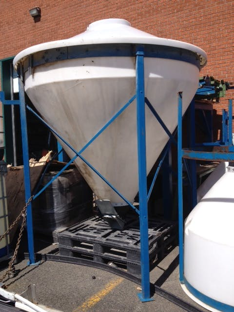 Plastique tank - 800 liters (211 gallons) Plastic tank sold by Aevos Equipment