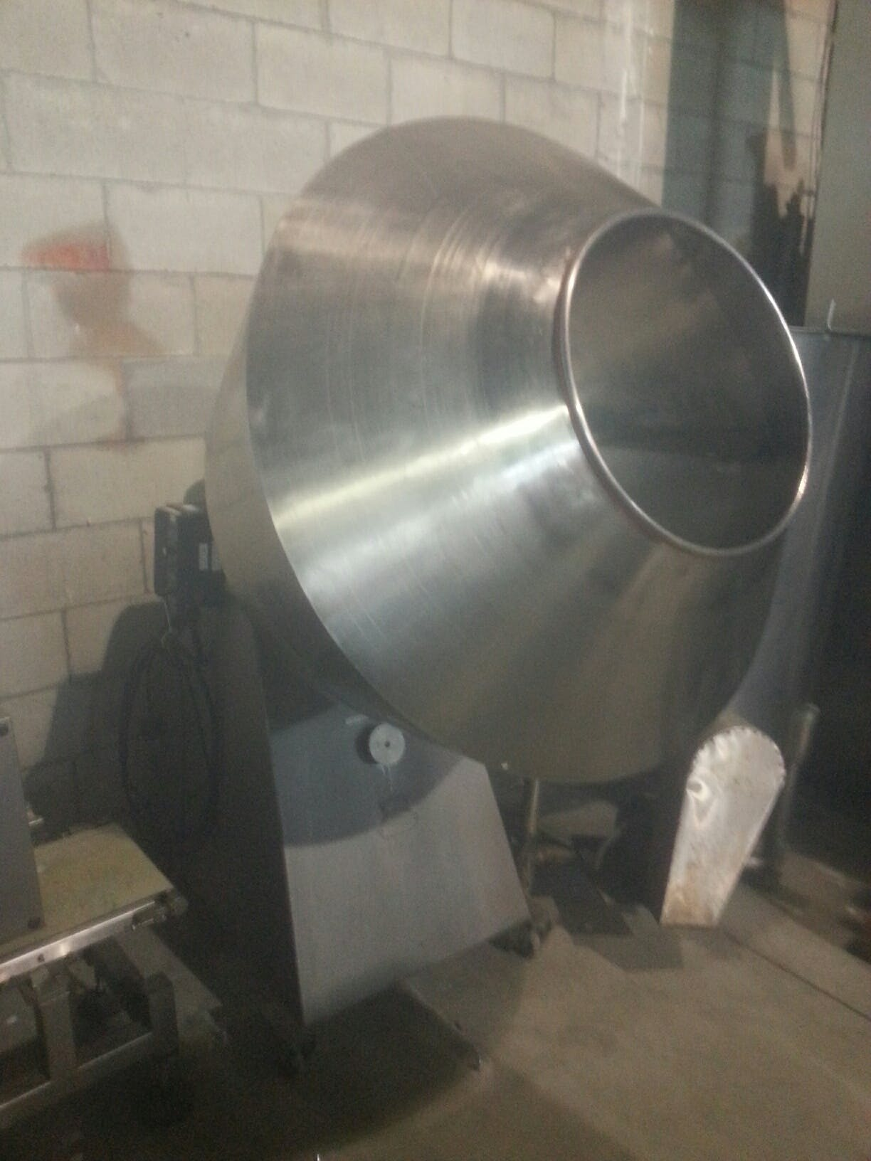 GH KALISH Coating Pan 36'' Coating pan sold by Aevos Equipment