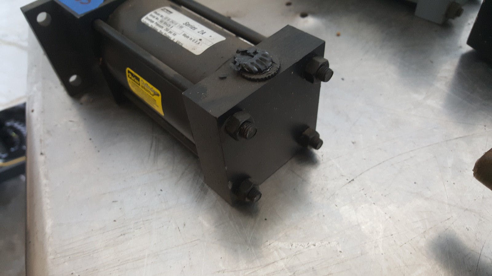 Parker Series 2A 02.50 J2AU18 3.000 250 Psi Air Pneumatic Cylinder New - sold by Jak's Restaurant Supply