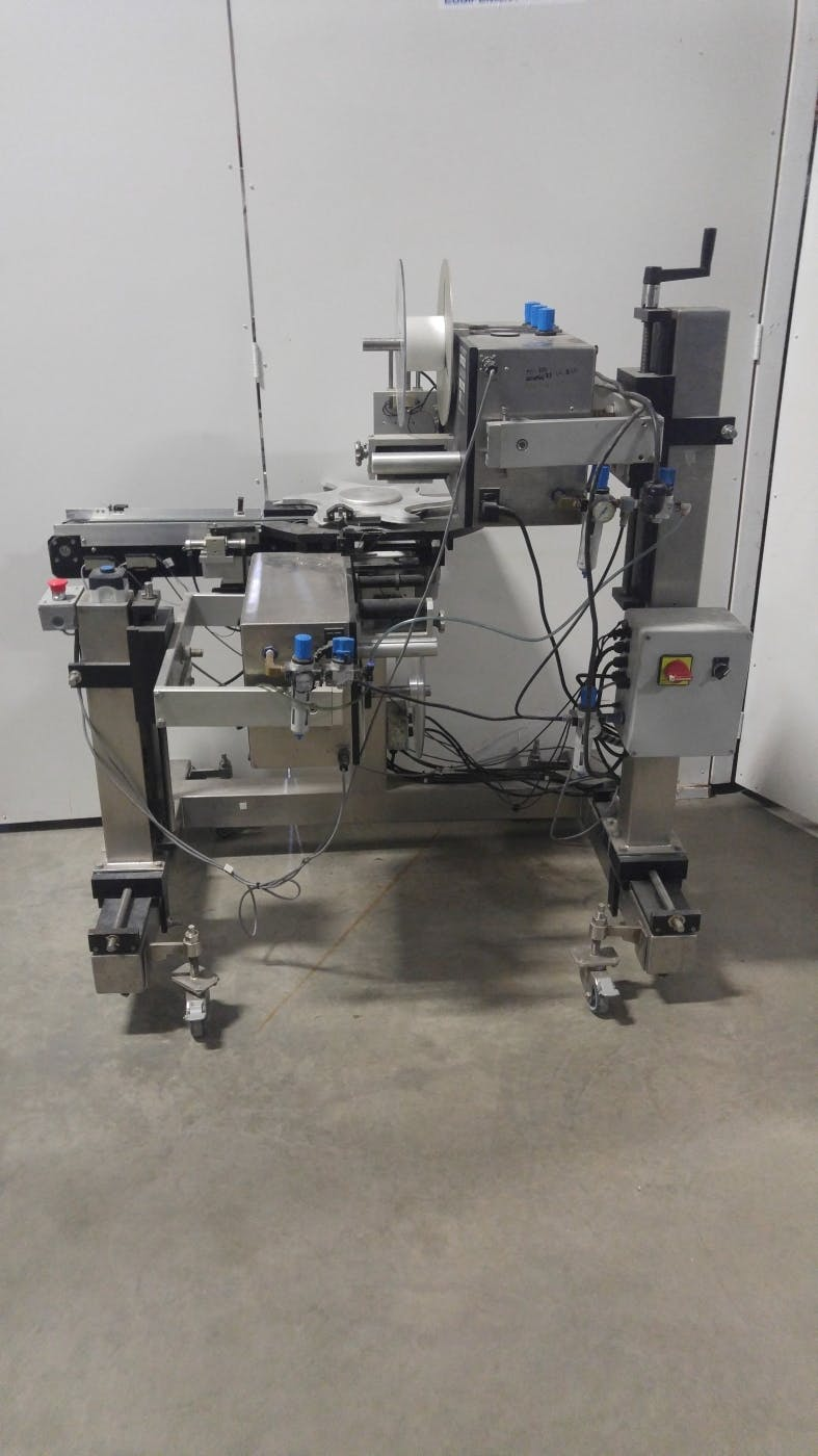 Top/bottom labeler (Used) - sold by Aevos Equipment