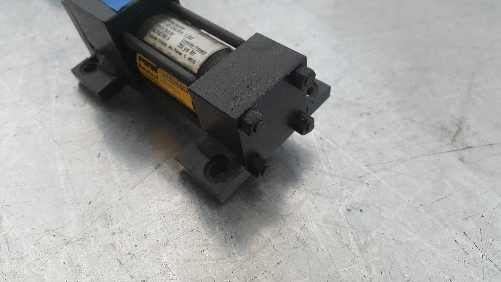 Parker Series 2A 01.00 C2AUS19 1.000 250 Psi Air Pneumatic Cylinder New - sold by Jak's Restaurant Supply