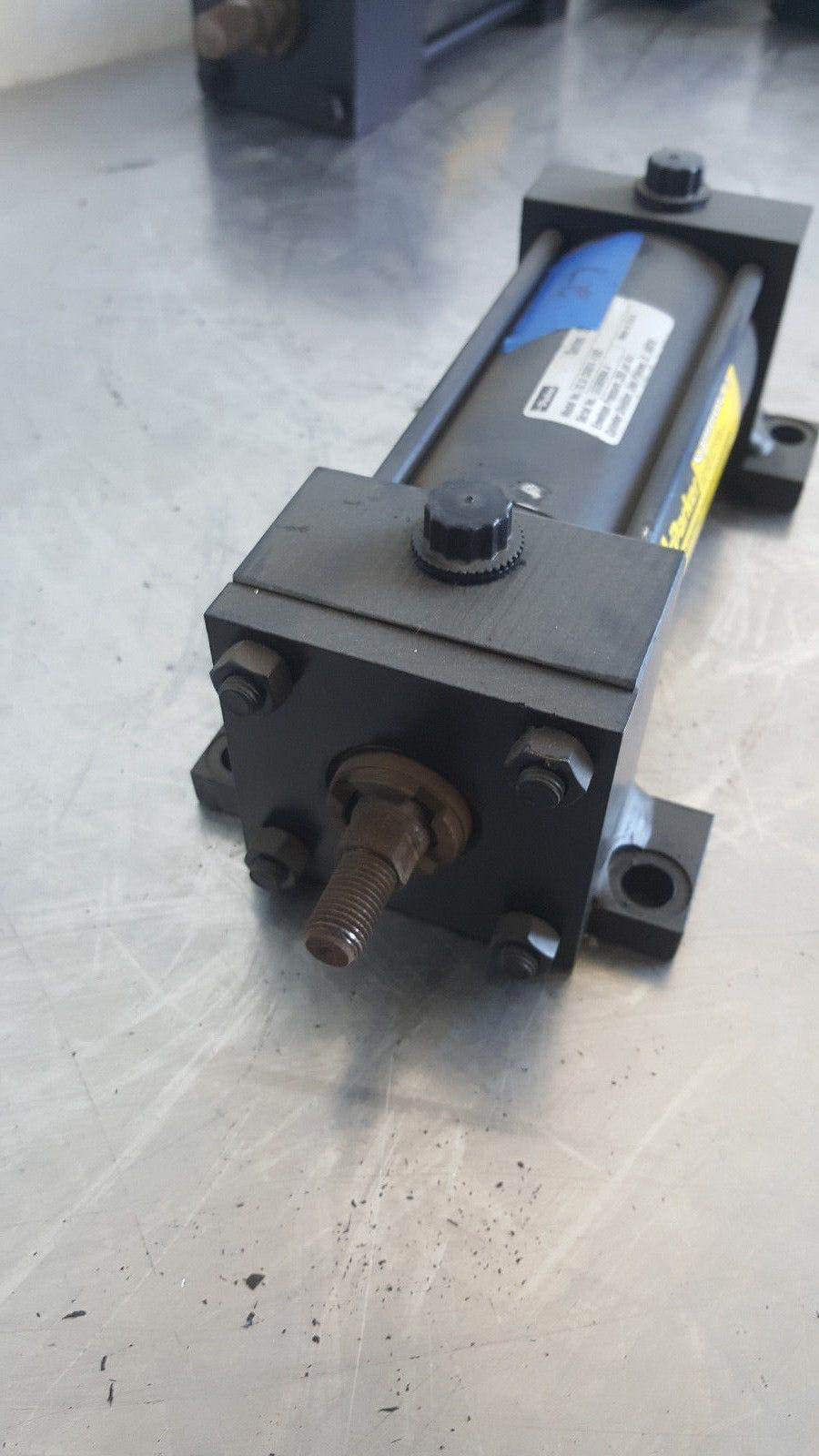 Parker Series 2A 02.50 C2AU14 4.000 250 Psi Air Pneumatic Cylinder New - sold by Jak's Restaurant Supply