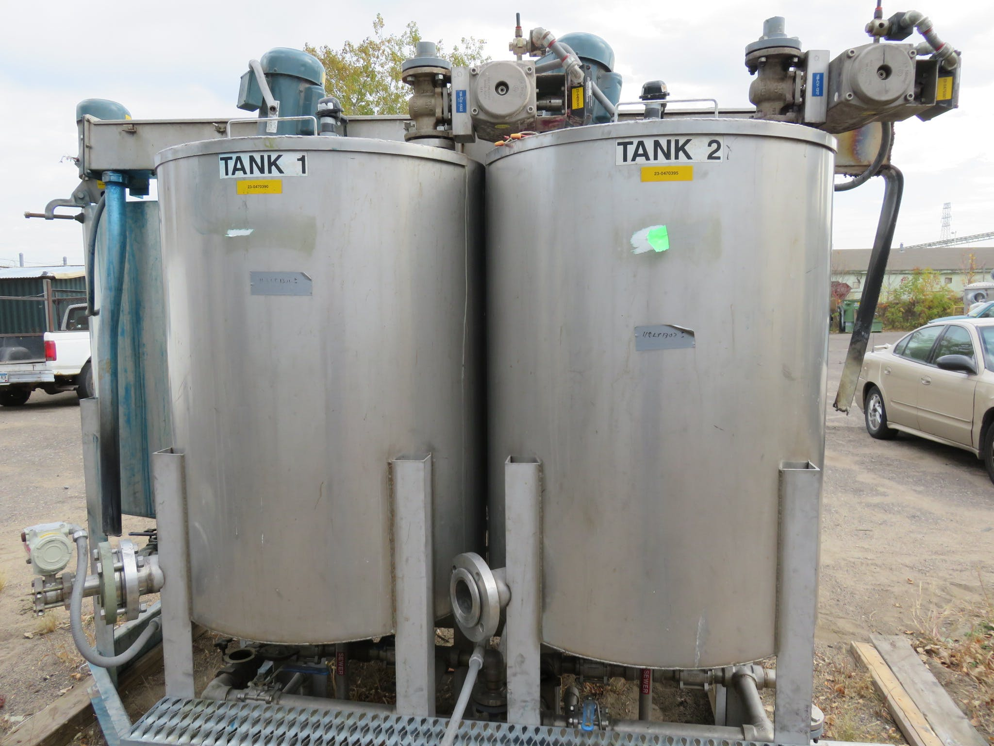 5 Bank Stainless Steel Tanks, capacity 118 liters Chemical tank sold by Peak Machinery Inc.