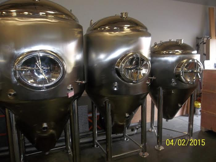 10 bbl, 7 bbl, and 4 bbl jacketed fermenters Fermenter sold by GLACIER TANKS